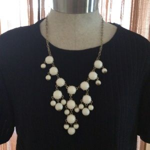 Jewelry - 🟣Tiered White and Gold Necklace